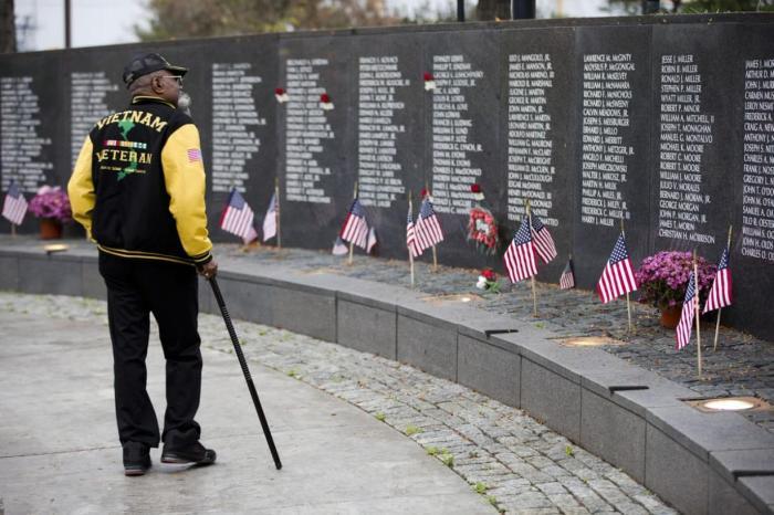 Memorial n Veterans-Day